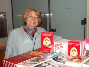 Jeanne Fayard at the Rodin Museum with her book on Camille Claudel. Photo by Carole Di Tosti