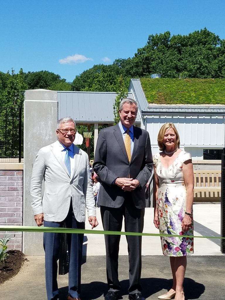 Outgoing CEO and President Gregory Long, NYC Mayor Bill de Blasio, Chairman of the Board Maureen K. Chilton, Edible Academy, Opening Day Ceremonies June 14, NYBG