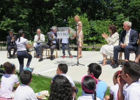 NYC Mayor Bill de Blasio, Tom Finkelpearl, Maureen K. Chilton, Gregory Long, William D. Rueckert, Dr. Carrie Rebora Barratt, Edible Academy Dedication June 14, NYBG