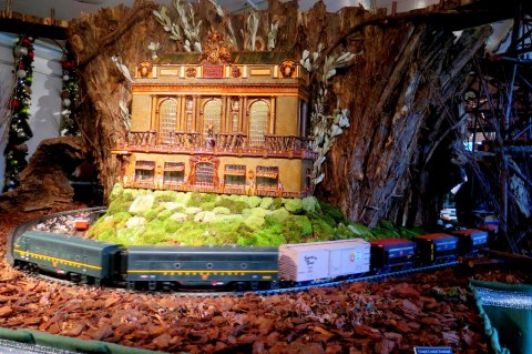 NYBG Holiday Train Show 2018, Applied Imagination, Grand Central Station replica