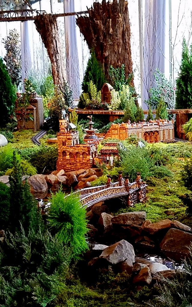 28th NYBG Holiday Train Show, Applied Imagination